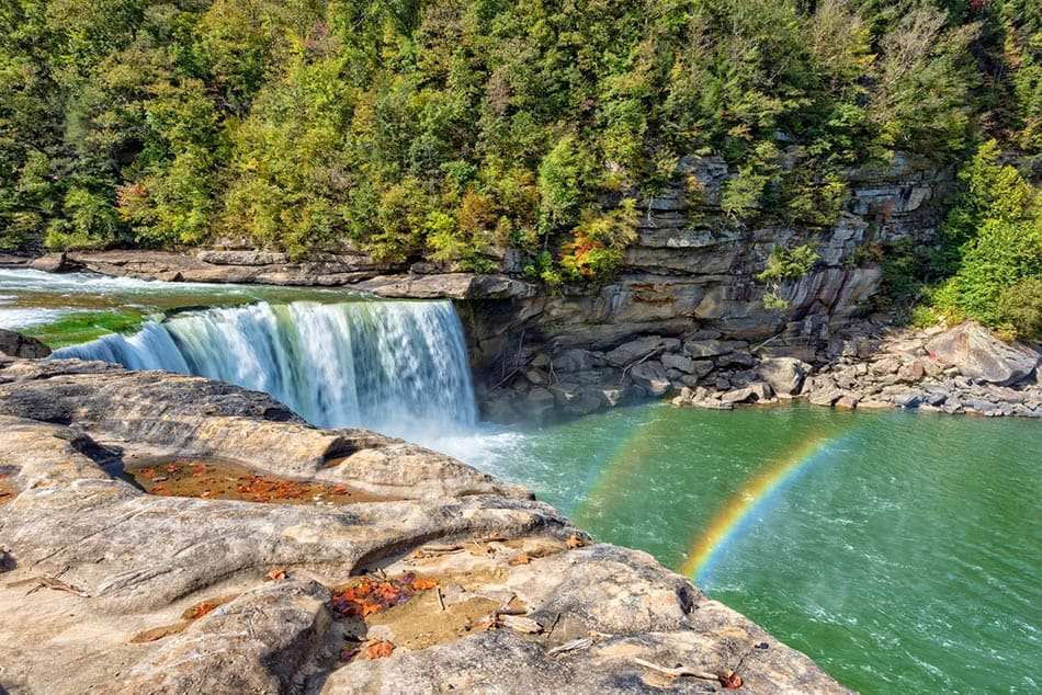 Cumberland falls in day time with moonbow