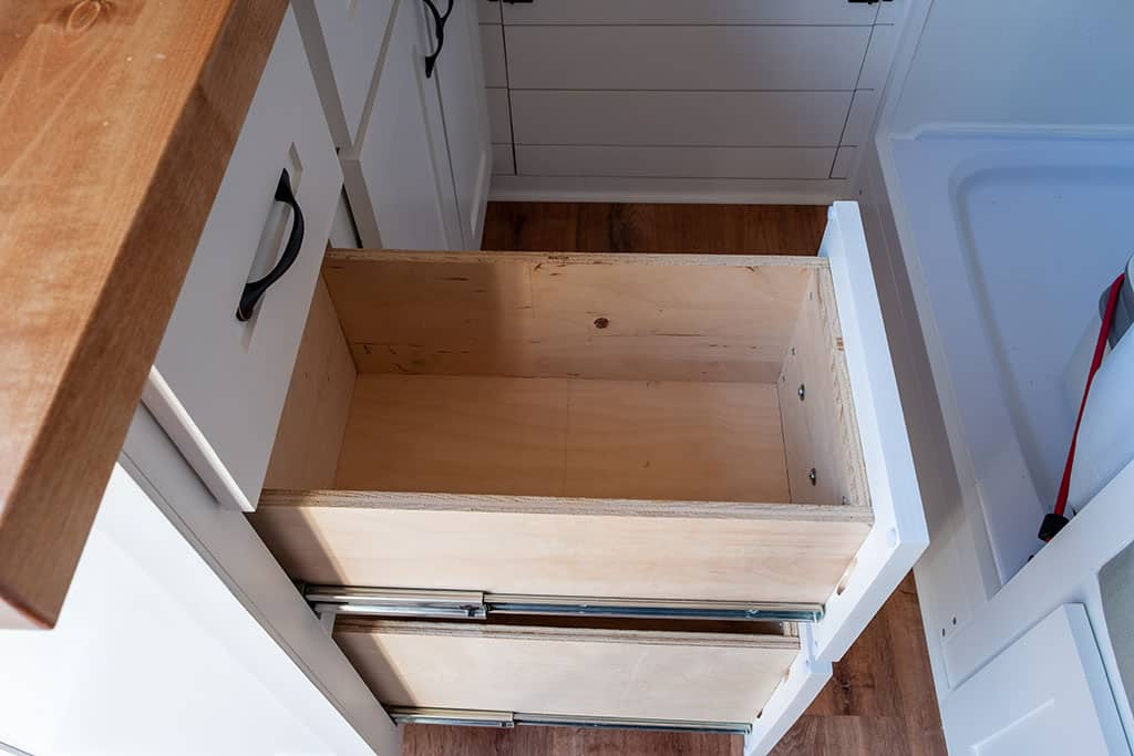 Middle drawer in kitchen