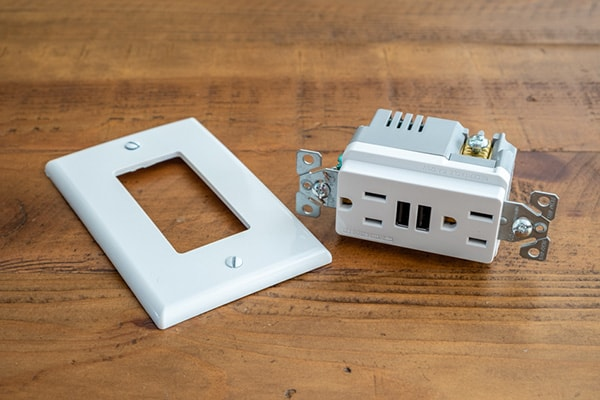 Electrical outlet with USB ports